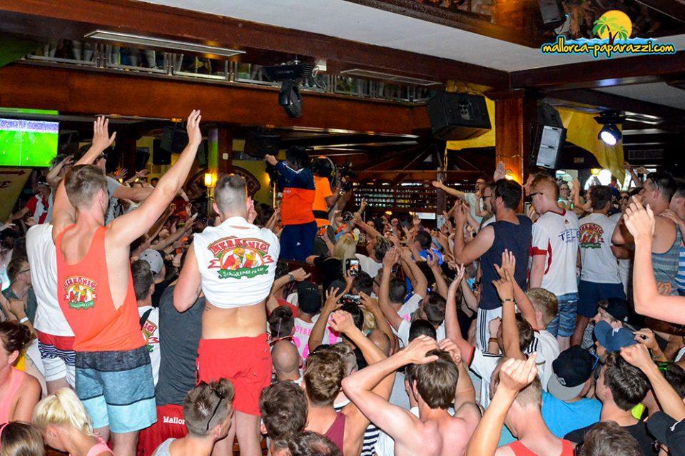ikke-hüftgold-live - Mallorca Paparazzi